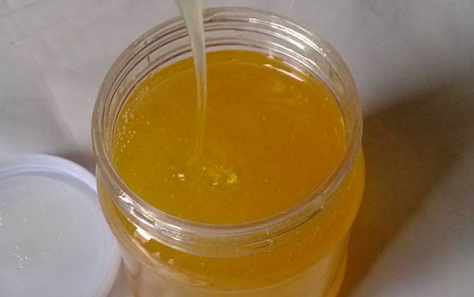 早晨空腹喝蜂蜜水好吗?不建议空腹喝蜂蜜水,易诱发胃肠疾病!