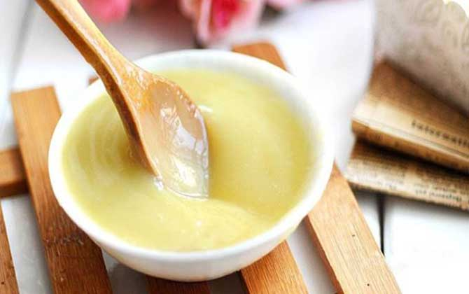 长期吃蜂王浆对有害吗?一般没有副作用,但不能长期过量食用!